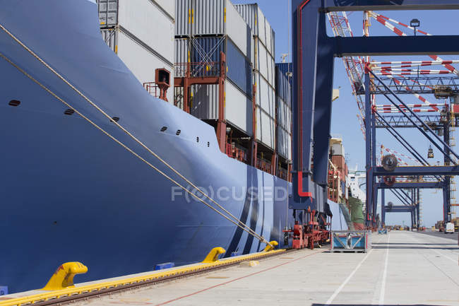 Container ship moored at dock — Stock Photo