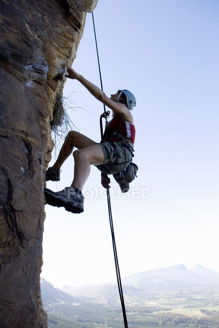 A climber climbing a rock face — Stock Photo