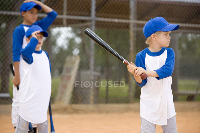 Little League Baseball game-Boy, Fledermaus — Stockfoto