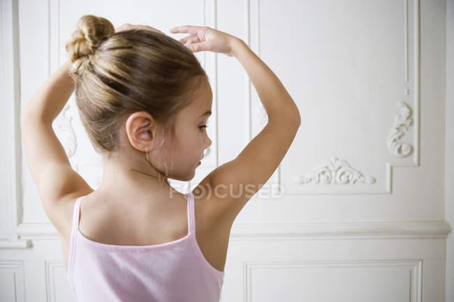 Ballerine girl posing in ballet position — Stock Photo
