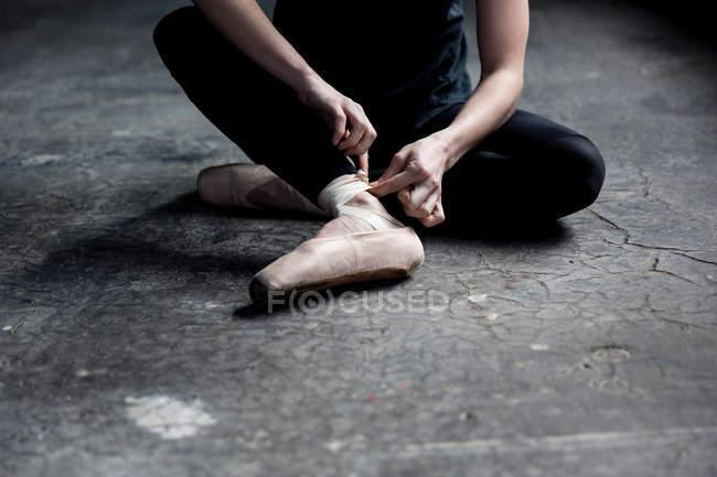 Dancer wearing ballet shoe — Stock Photo