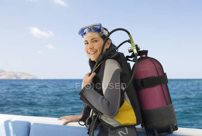 A woman about to go scuba diving — стокове фото