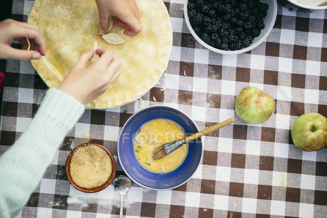 Hands making homemade fruit pie — Stock Photo