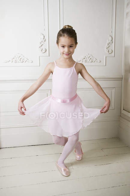 Ballerine girl making curtsy — Stock Photo