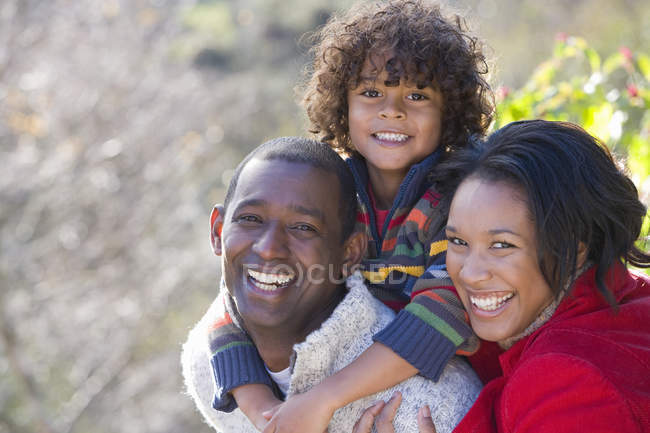 Laughing family enjoying the outdoors — Stock Photo