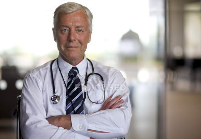 Doctor looking at camera — Stock Photo