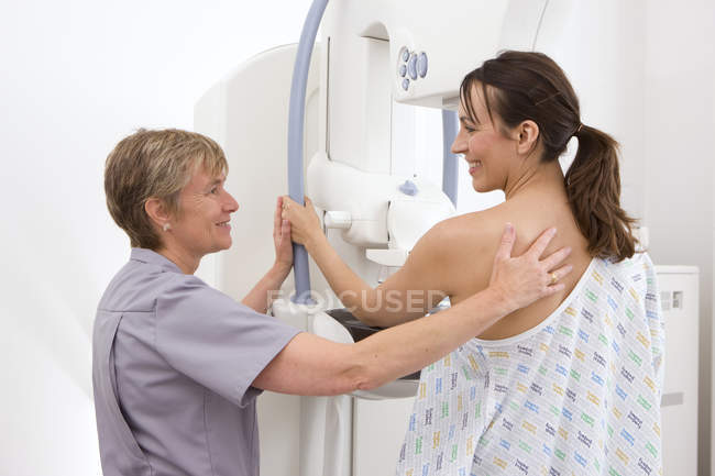 Mature radiologist helping patient — Stock Photo