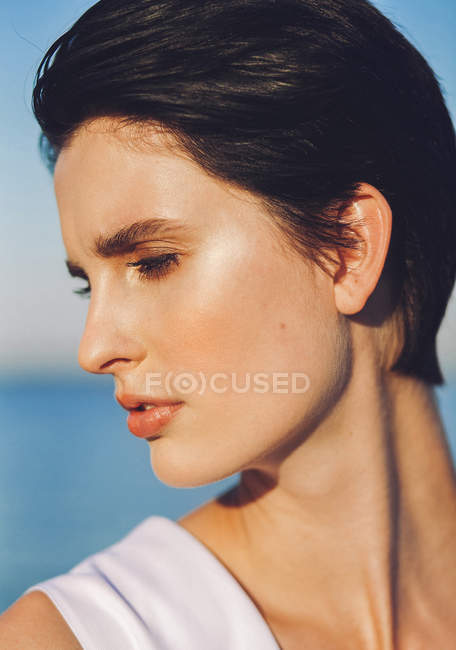 Brunette woman looking at camera — Stock Photo