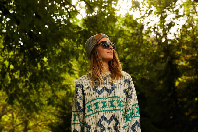 Woman in hat and sweater in forest — Stock Photo