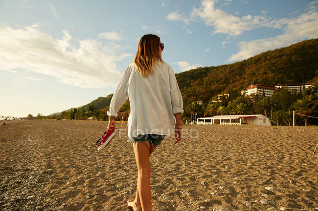 Woman walking on beach — Stock Photo