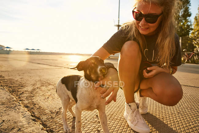 Woman playing with puppy — Stock Photo