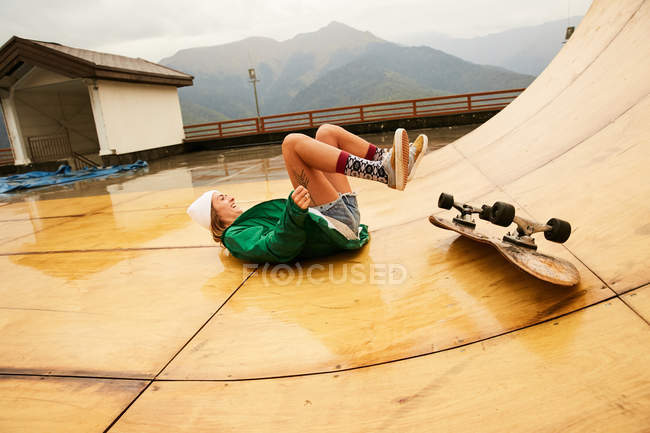 Young woman falling with skate — Stock Photo