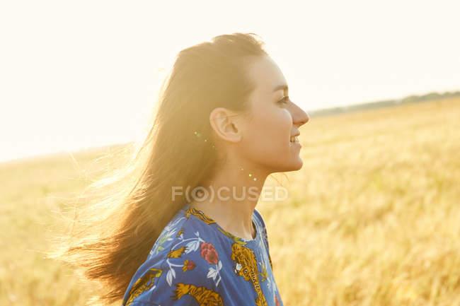 Girl walking in wheat field — Stock Photo