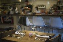 Restauranttisch für Gäste — Stockfoto