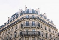 Балкони, вагонка житлового будинку — стокове фото
