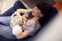 Overhead view of Mother nursing infant — Stock Photo