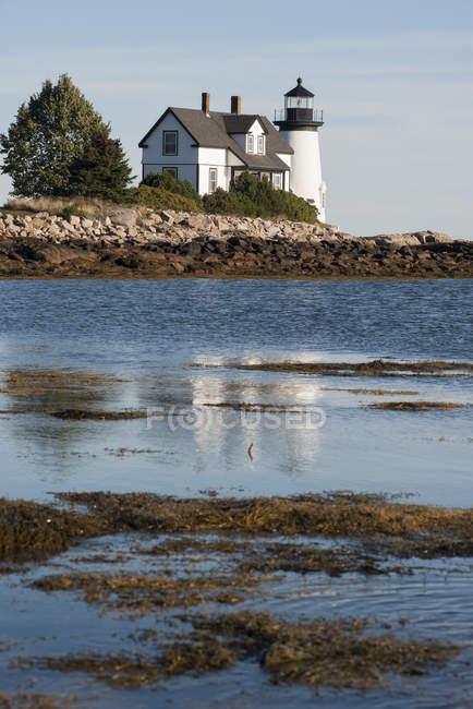 Спокойной сцена с маяка — стоковое фото