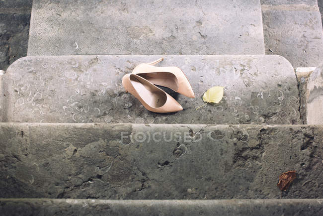 High heel dress shoes on stairs — Stock Photo