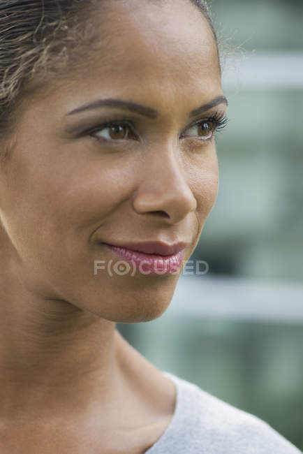 Woman smiling and looking away, portrait — Stock Photo