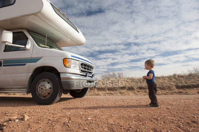 Toddler standing in front of motor home — Stock Photo