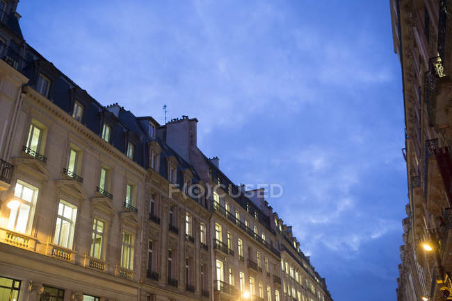 Apartment buildings at dusk — Stock Photo