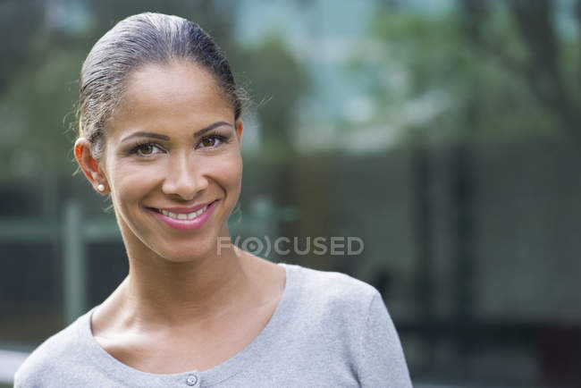 Woman smiling cheerfully, cropped — Stock Photo