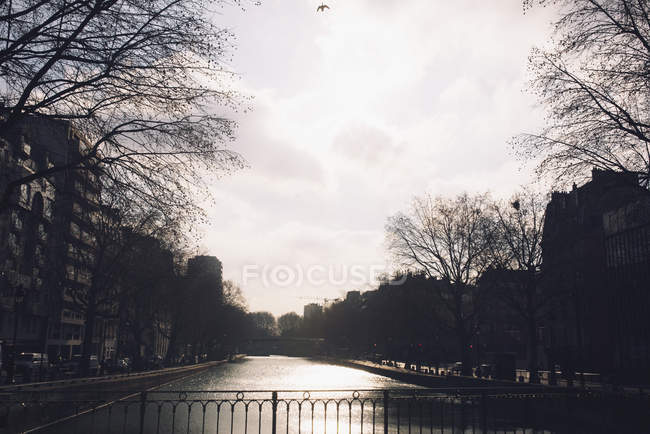 Tranquil canal scene with city — Stock Photo