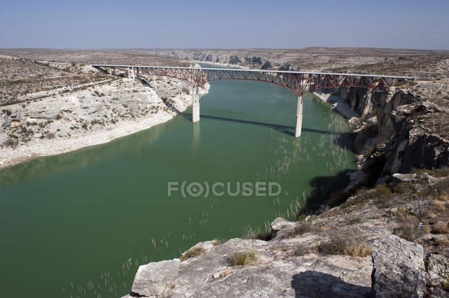 Висока мосту через річку місті Pecos — стокове фото