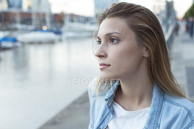 Young woman looking away in thought — Stock Photo