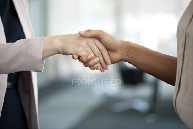 Businesswomen shaking hands — Stock Photo