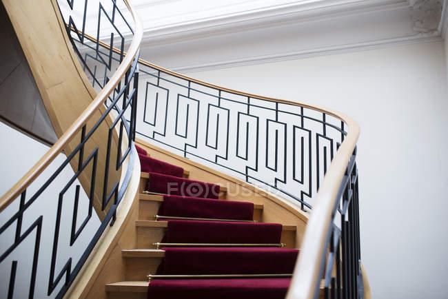 Wendeltreppe im Haus — Stockfoto