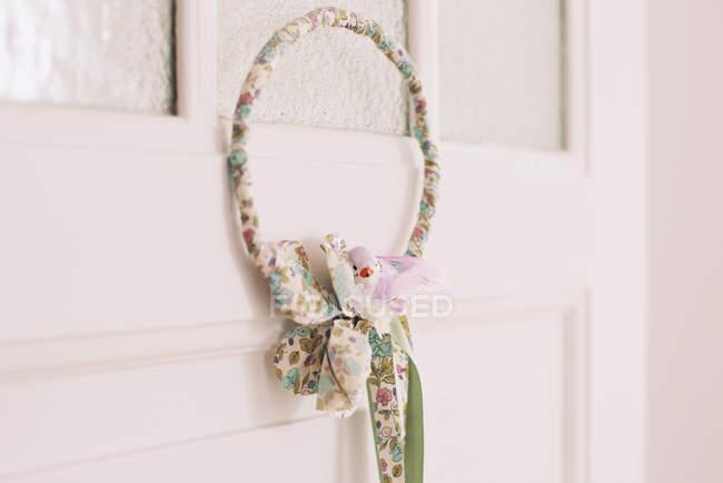Wreath hanging on door — Stock Photo
