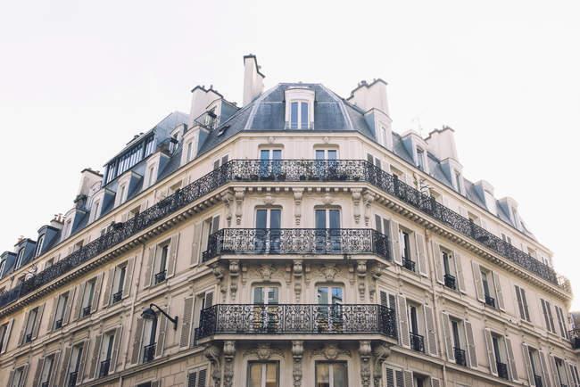 Балконы, вагонка многоквартирного дома — стоковое фото