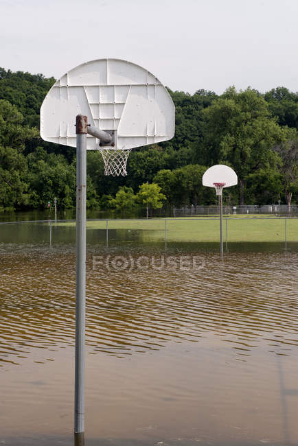 Flooded outdoor basketball court — Stock Photo