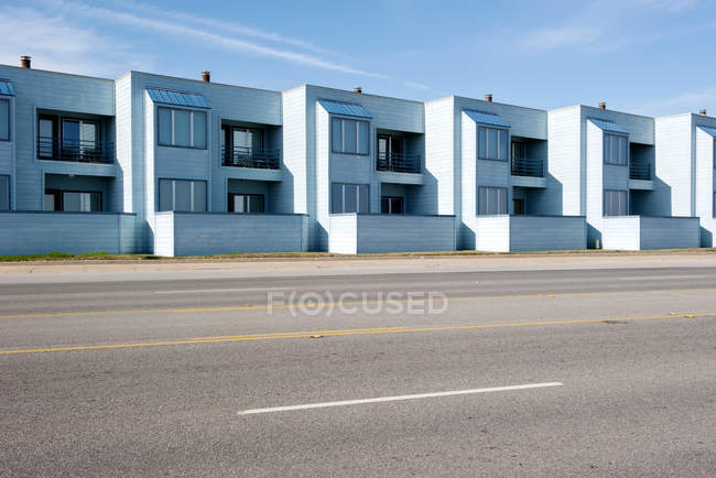 Row of identical apartments along street — Stock Photo