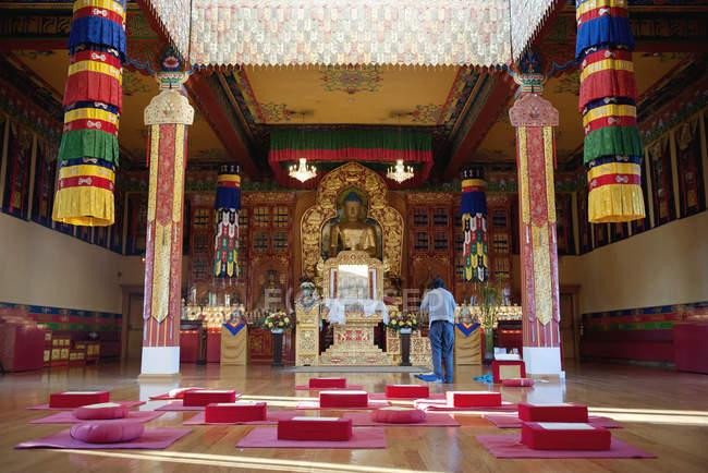 Sanctuaire à Karma Triyana Dharmachakra Tibetan Buddhist Monastery, Woodstock, New York, USA — Photo de stock