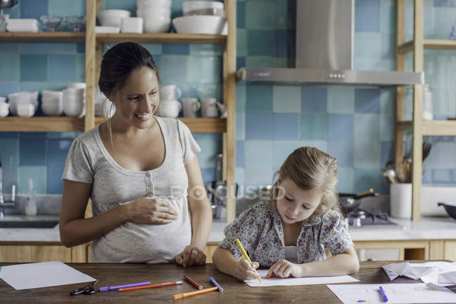 Mother and daughter spending time together drawing with felt tips at home — Stock Photo