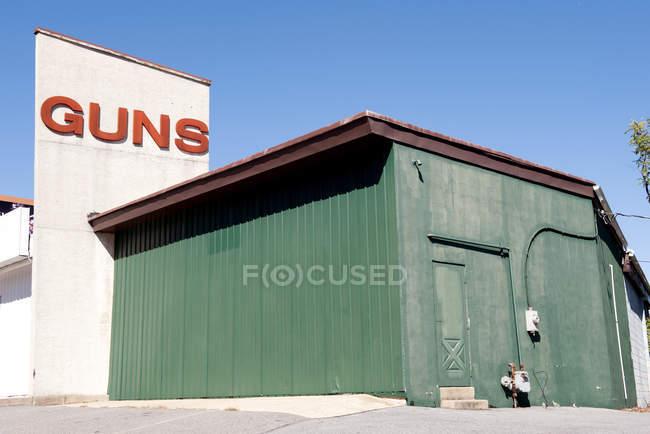 Pistola facciata negozio con pistole cartello di testo, pennsilvania, Stati Uniti — Foto stock