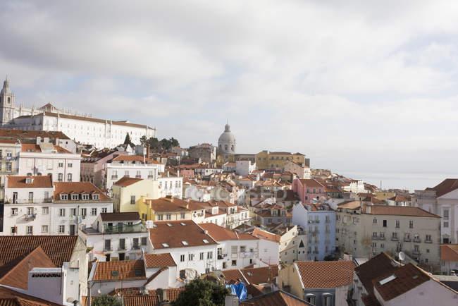 Вид с воздуха на крыши городов Лиссабона, Португалия — стоковое фото
