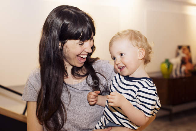 Portrait of smiling Mother and toddler together — Stock Photo