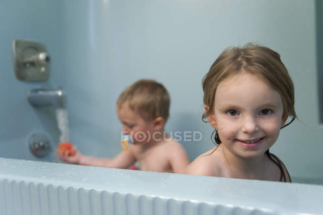 Young siblings taking a bath — Stock Photo