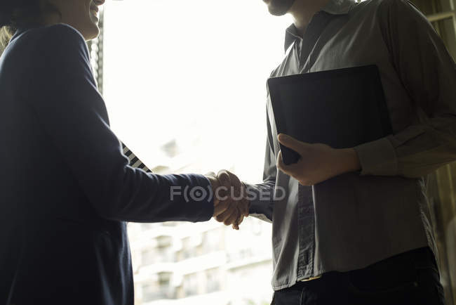 Real estate agent meeting with prospective home buyer — Stock Photo