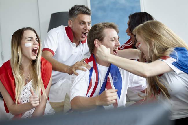 Fãs de futebol britânico, celebrando a vitória — Fotografia de Stock