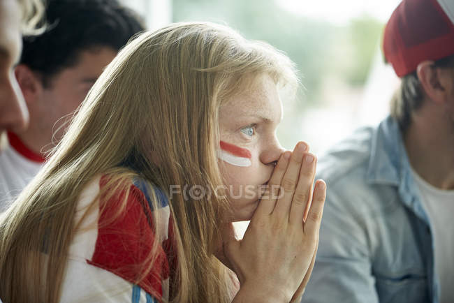 English soccer fans watching televised match together — Stock Photo