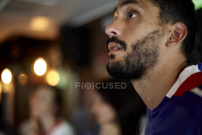 Man watching sports match in bar — Stock Photo