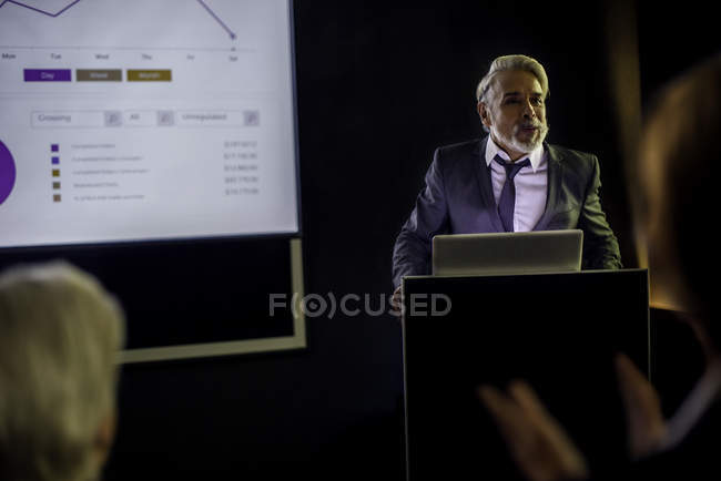 Man giving presentation on projection screen — Stock Photo
