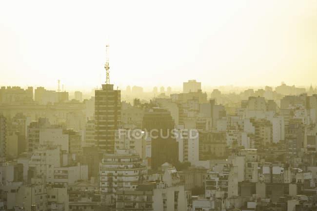 Veduta aerea degli edifici della città all'alba — Foto stock