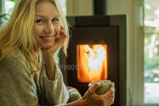 Mature woman relaxing with coffee at home, portrait — Stock Photo