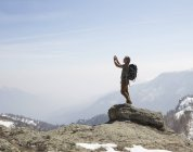 Wanderer-fotografieren mit Telefon — Stockfoto
