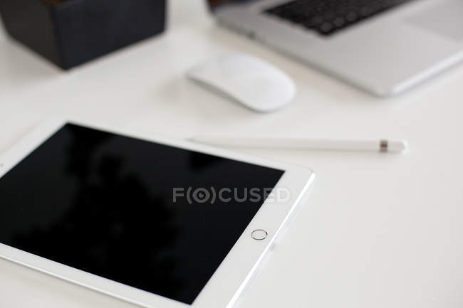 Digital tablet with pencil — Stock Photo